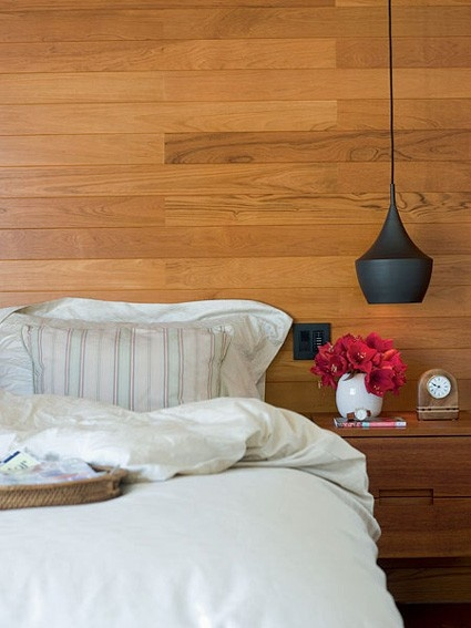 I know that I shouldn't, but I kind of love the wood paneled wall...