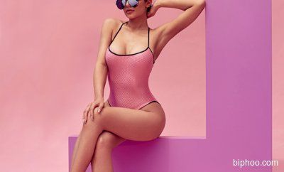 Kylie Jenner Looks Like A Young Kris Jenner In New Quay Australia Sunglasses Campaign