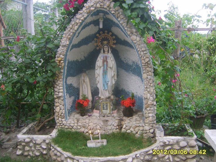 Grotto of the virgin mary grottoes and shrines for Garden grotto designs