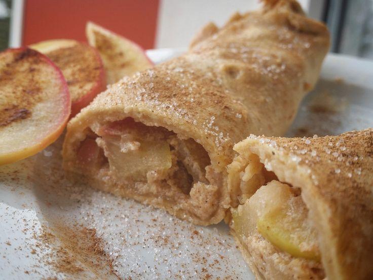 Lust auf einen gesunden Apfelstrudel? Zimt &Äpfel kann man doch echt zu jeder Jahreszeit essen:) Rezept für 1 Mini-Strudel: 50g Dinkelmehl 28g Apfelmark(oder ein anderes deiner Wahl) Für die Fü…