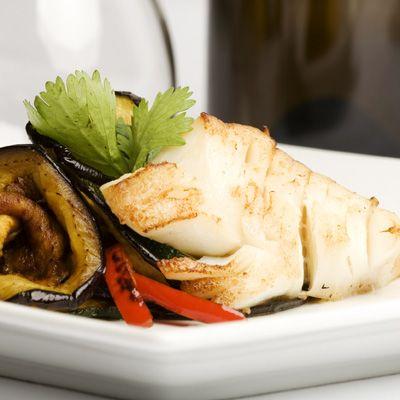 Tilapia et aubergine grillée au parmesan et aux herbes
