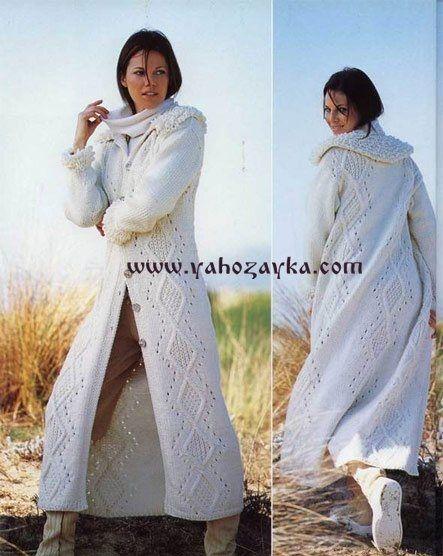 Белое пальто узором ромб спицами. Вязаное женское пальто схемами