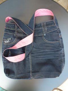 Weer een kledingstuk van mijn nichtje. Het blijkt dat maat 146 of zo een ideale maat voor mij is om tasjes van te maken. Deze keer een sp...