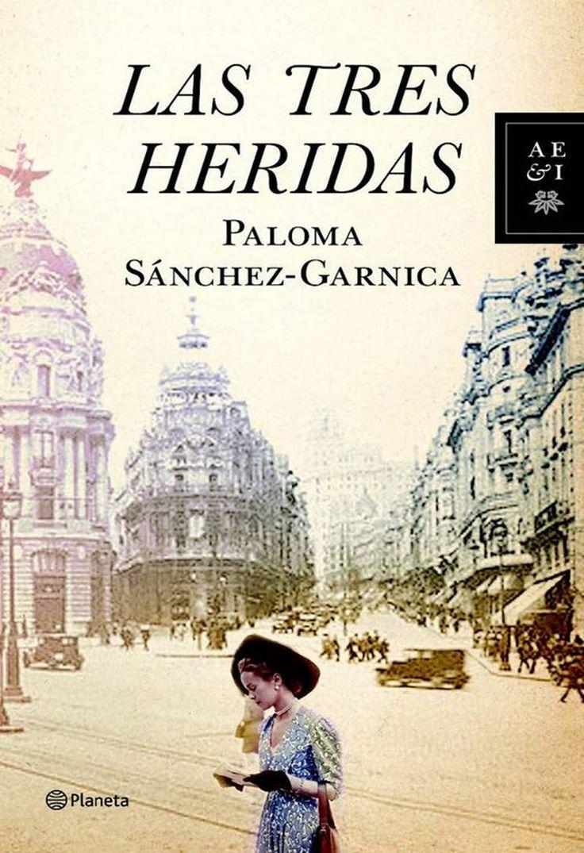 Las Tres Heridas. Paloma Sanchez-Garnica Ernesto Santamaría, un escritor que lleva una vida solitaria en una eterna búsqueda de la historia que le haga pasar a la historia literaria, halla por casualidad en El Rastro la foto de un joven matrimonio, tomada el 19 de julio de 1936 en un pueblo cercano a Madrid. Ese instante recogido en la imagen y el destino de sus dos protagonistas le pone en la pista de una gran historia que narrar.