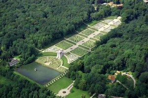 Barockgarten mit Globushaus-Vogelperspektive (zoom)