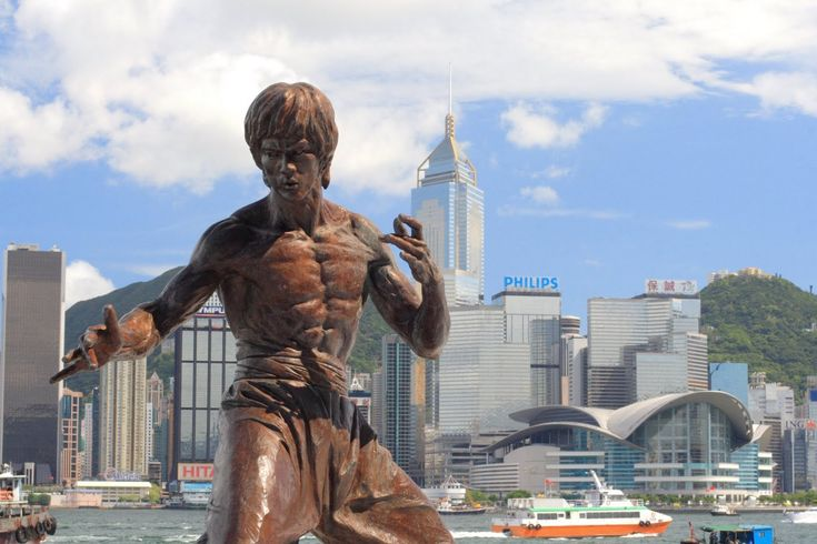 cool bruce lee statue in hong kong