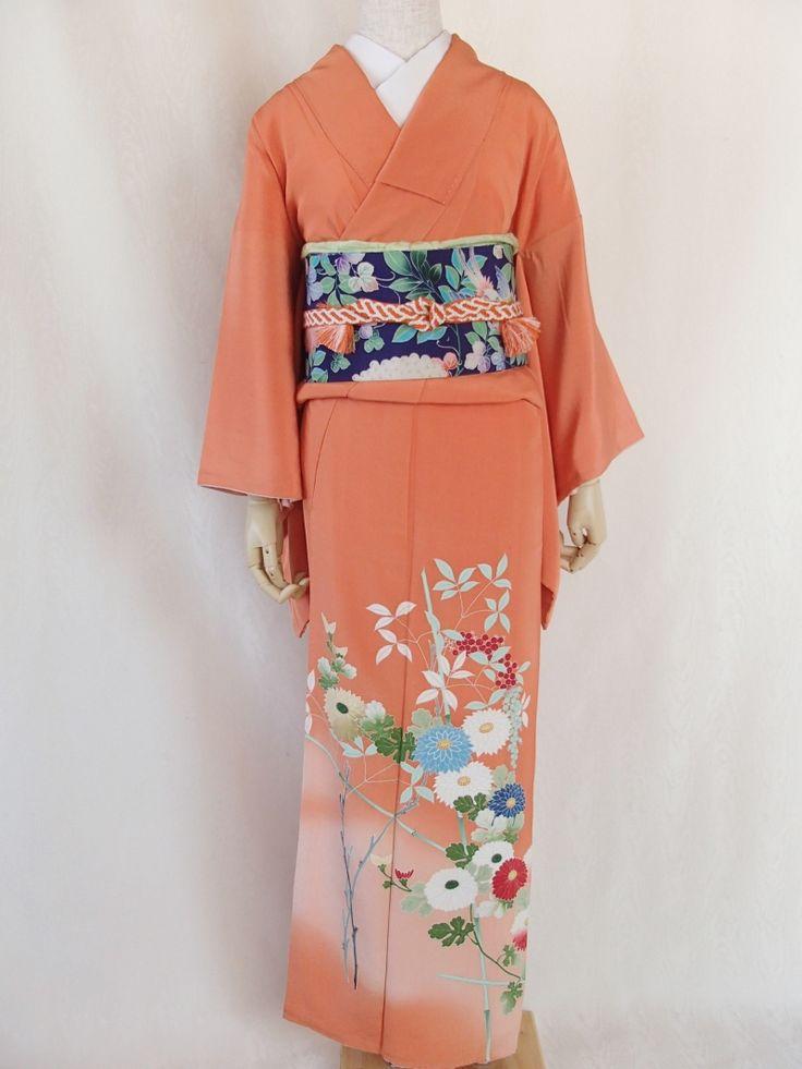 菊と南天柄色留袖