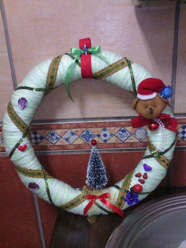 Corona navideña con lana