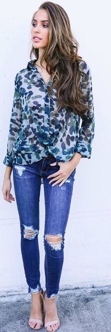 #fall #outfits bottom shirt with pattern ripped jeans