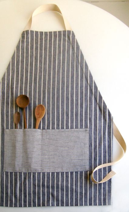 Adjustable Unisex Apron I love modern aprons! This seems to be a great tutorial and an easy project.