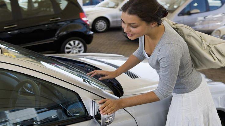 Mesmo que seja mais fácil comprar um carro hoje, é uma boa idéia explorar todas as opções e tomar decisões com base nas informações obtidas. Neste guia, forneceremos dicas importantes de como comprar um carro. Confira!