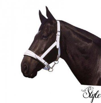 APOLLO Chrome fehér bőrkötőfék Fehér buffalo bőrből készült kötőfék, megerősített nejlonnal, széles állítható orrfékkel és tarkószíjjal.   Nikkelezett acél csattokkal díszített, igazi különlegesség.