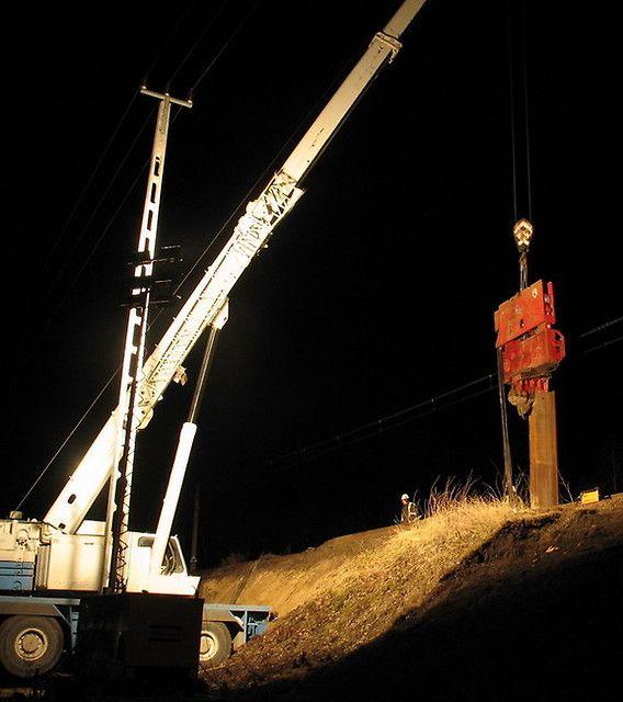 Ścianka z wibrowanych grodzic stalowych zabezpieczenie torowiska kotwioną ścianą oporową z grodzic stalowych na czas budowy przepustu skrzynkowego - Szlak E20 Miedzyrzec Podlaski - Łuków