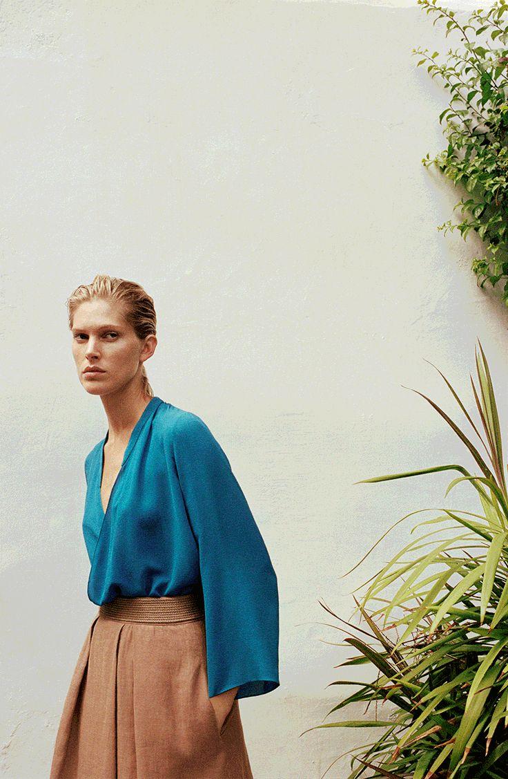 Hermès - Vestiaire d'Été 2014. Wrap blouse in cobalt blue crêpe de Chine, pleated skirt and embroidered belt in rosewood double-face linen. #hermes #womenswear #fashion