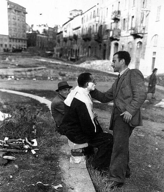 Italy. Barbiere senza negozio in Via Conca del Naviglio - 1946 by Milan