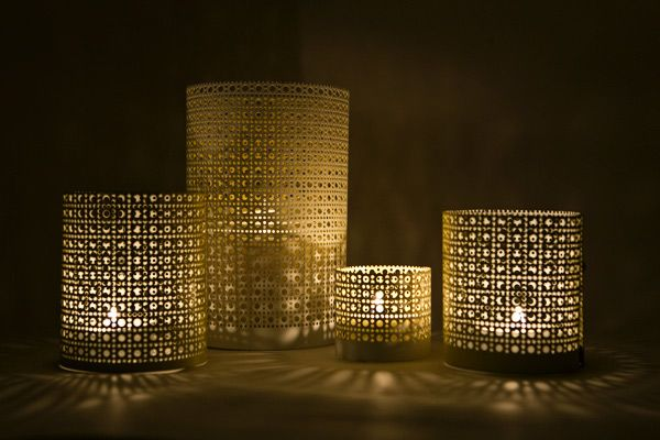 Easy #DIY Centerpieces made from perforated aluminum sheets in a cloverleaf pattern