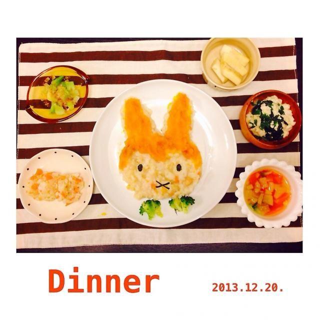 ♩ 息子くんのばんごはん。 ⍢⍥⍨ ミッフィーのかぼちゃドリア(人参.玉ねぎ) ゆでブロッコリー ミンチうどんお焼き(人参) ほうれん草の白和え ブロッコリー茎のおかかのせ ゴロゴロ野菜スープ(大根.人参) バナナ ご飯2割、ほうれん草少しお残し△ よく食べたなー☻ 朝昼は母ちゃんダウンでキレイな盛り付け出来なくてpicなし×夕方には復活しやした☻ 朝はパンと野菜たっぷりスープ。昼は野菜あんかけうどんとバナナ。手抜きですヽ(´o`; - 4件のもぐもぐ - ミッフィーDinner.離乳食後期 by arisa