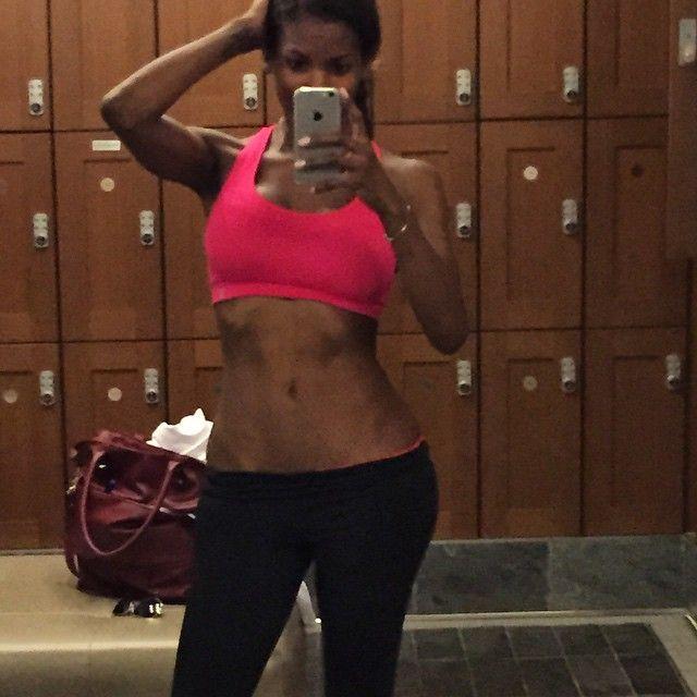 """#gymselfie #iphone6 #pinky #thebody #sandiego #homeiswheretheheartis #waistline #abs #youbetterworkbitch ☝️ #fitgymsandiego"""