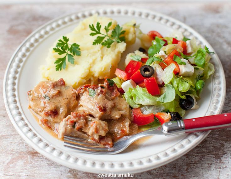 Schab gotowany w sosie z suszonymi pomidorami
