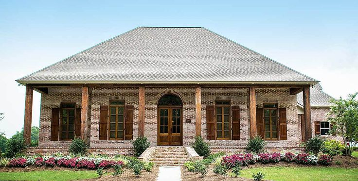 Best 25 acadian homes ideas on pinterest acadian house for Acadian house plans with front porch