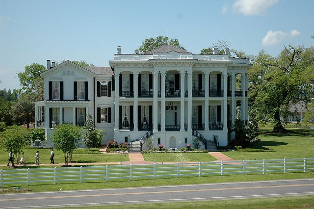 I always thought these old 1800's southern plantation houses were pretty cool, not so much the slavery thing.