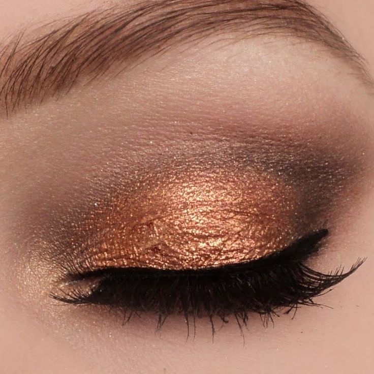Sultrify any eye with this sexy tandem of copper, brown and black eyeshadow. This makeup is a real must- DIY. Bag this perfect inspiration for your next formal event here.