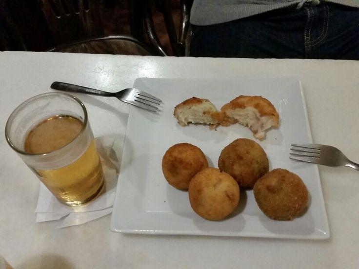 Croquetas y Cana.  Casa Julio. Malasana. Madrid