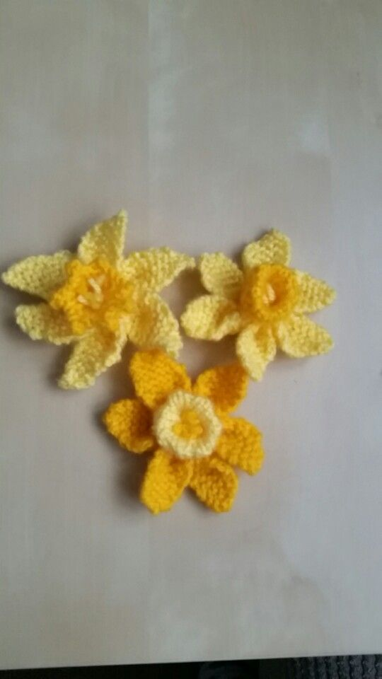 Knitted daffodils by @ruthdavidson585