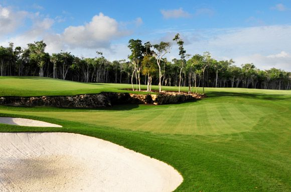 Riviera Maya Golf Club has a department in charge of organizing golf packages and events in the club house such as a golf tournament for groups, junior golf tournaments, incentives for companies, especial events, etc..