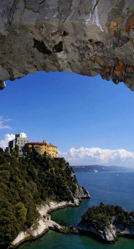 Castello di Duino ♦ Trieste, Friuli-Venezia Giulia, Italia   Flickr - Photo by Elido Turco - Gigi