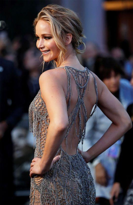 Stunning Jennifer Lawrence attends mother! UK Premiere on Sept 6th, 2017.
