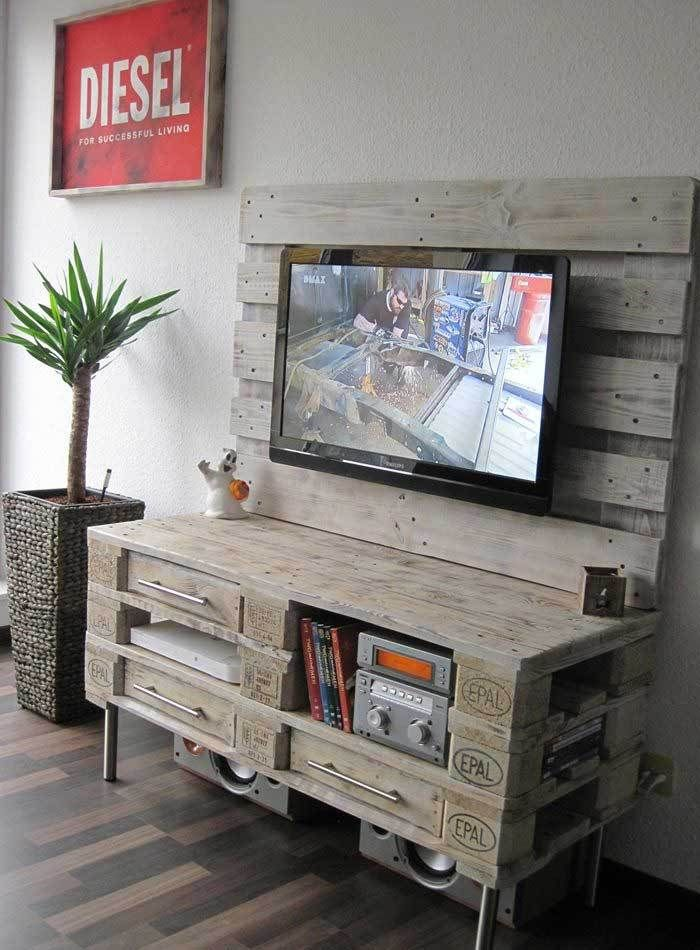 Pallet Media Console – DIY TV Stand