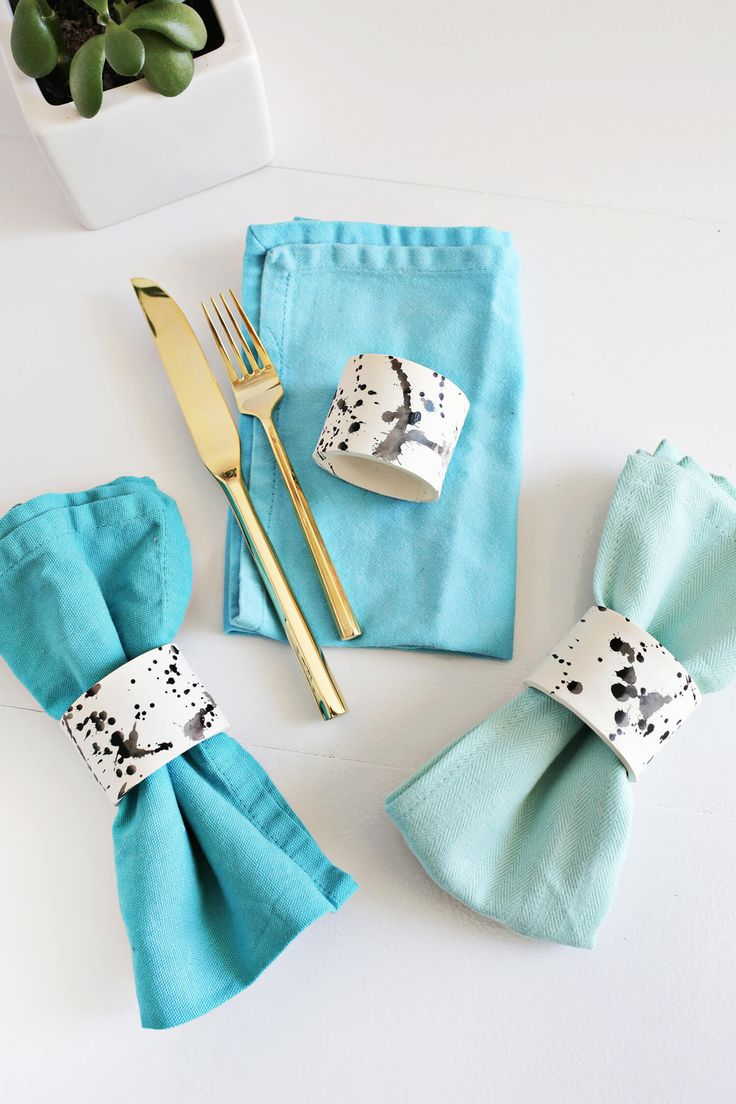 DIY Splatter Napkin Rings | A Beautiful Mess | Bloglovin'