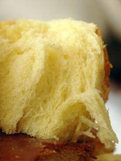 BRIOCHE FILANTE (300 g de farine T55, 15 g de levure fraîche (ou 1 sachet de levure déshydratée), 145 g d'oeuf (1 entier + le complément en jaune d'oeuf), 60 g de lait, 100 g de beurre, 70 g de sucre, 1/2 c à c de sel) PETIT RAPPEL : pour 500 g de farine = 20 g de levure fraîche ou 7 g de levure sèche.