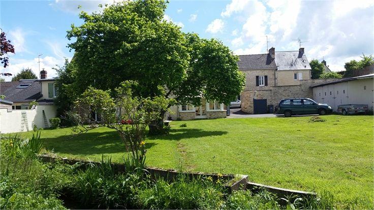 Vous recherchez une maison prêt de Caen ? Cette propriété est faîte pour vous !     > 182 m², 7 pièces dont 3 chambres et un terrain de 1.9 HA.    Plus d'infos > Virginie Harnois, conseillère immobilière Capifrance.