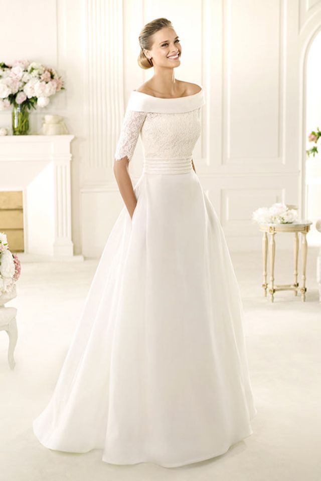 Winter Wedding Dress Pronovias This Dress Is Beautiful I Just Wish The Collar Of It Wasnt Such