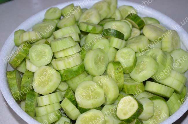 """Салат """"Огурцы в помидорах"""" на зиму - Вкусные рецепты с ..."""