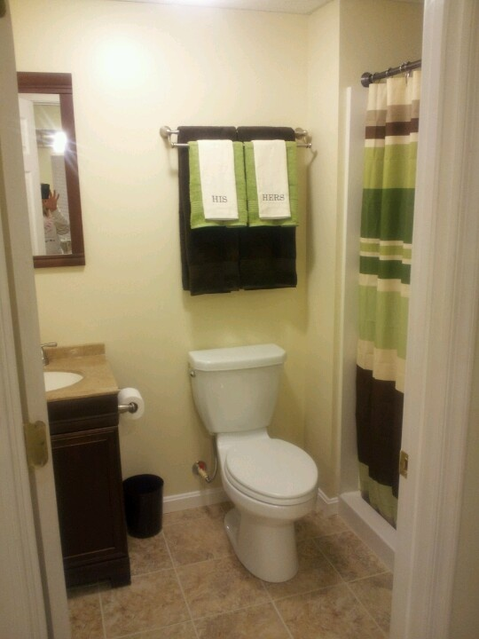 The Art Gallery Small bathroom lIke the double towel rod with matching towels to shower curtain