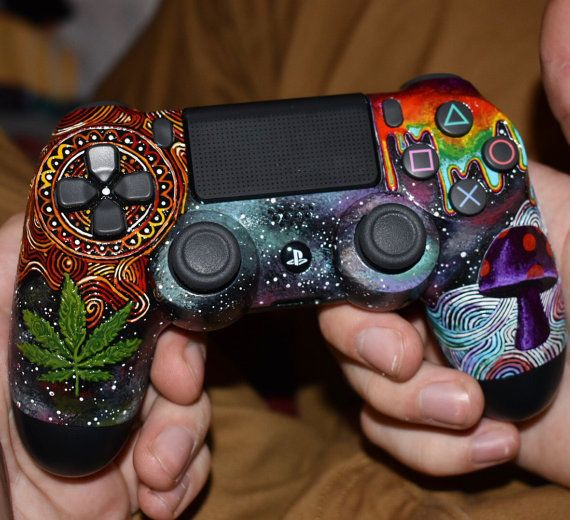 Custom PS4 Controller // Game Controller // by AlleyAuchterDesign