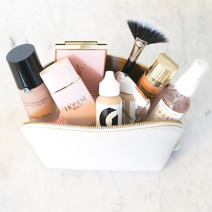 Beauty & Make-Up perfect for spring! Spring beauty essentials. What to keep in your make-up bag. Blogger makeup bag. Spring makeup. Spring beauty products.