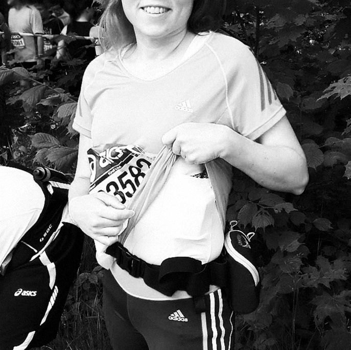 Happy customer Kirsi competing in the Stockholm Maraton pump in wearing AnnaPS tanktop