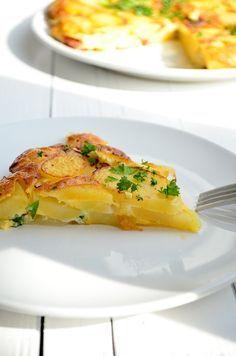 Lees hier mijn recept voor een Spaanse aardappeltortilla met chorizo, een lekker Tapas hapje of lunch recept.