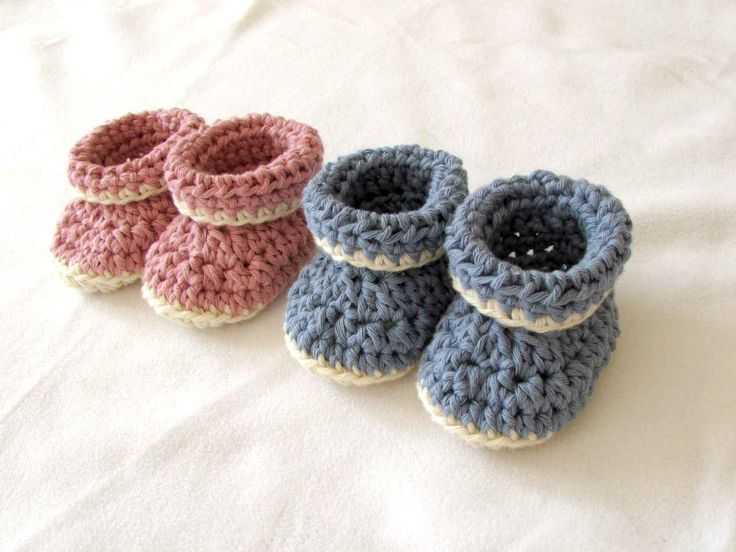 This step by step tutorial will show you how to crochet very easy cuffed / roll top / roll down