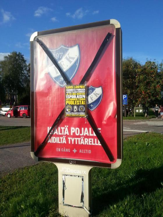 Fanien mielenilmaus: HIFK:n mainosten päälle teipattiin mustat ruksit, Espoo, 7.9.2014 metro-lehti