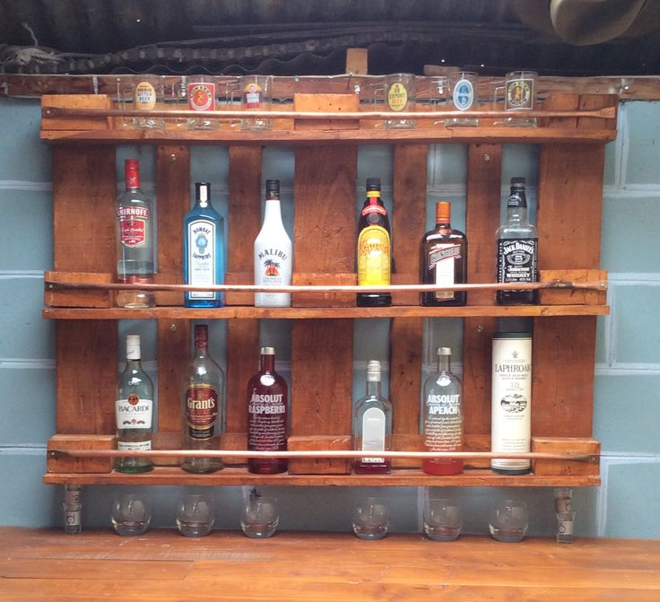 Pallet bar made for the hubby's man cave using yes, an old pallet and some copper piping.