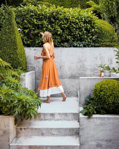 Outdoor spaces are all about ease of use. If there are any barriers one is unlikely to use the spacewhich is the worst case scenario says fashion stylist @lauren_michael_goodman pictured here at her San Francisco home. She collaborated with architect @jenniferweissarchitecture on the gardens hardscape and @terremoto_landscape on the planting design. The concrete stairs were designed to make the second level inviting and the process of getting there luxurious beautiful and easy Goodman says…
