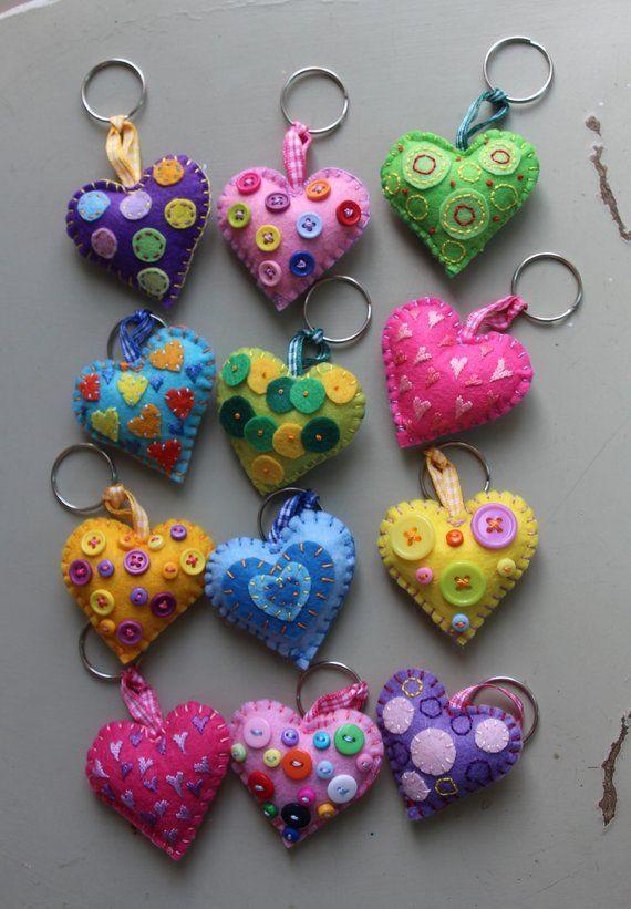 Keychain – key ring – heart – gift idea- felt keychain – party favors – Valentin…