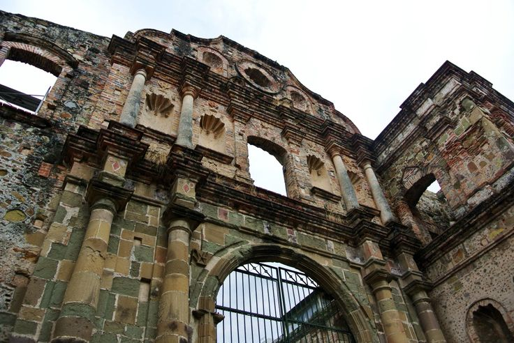 El Arco Chato in Casco Viejo