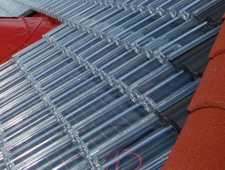 Las tejas pueden emplearse también como recubrimiento del sistema fotovoltaico Soltech Power, o para cubrir el resto de la cubierta.