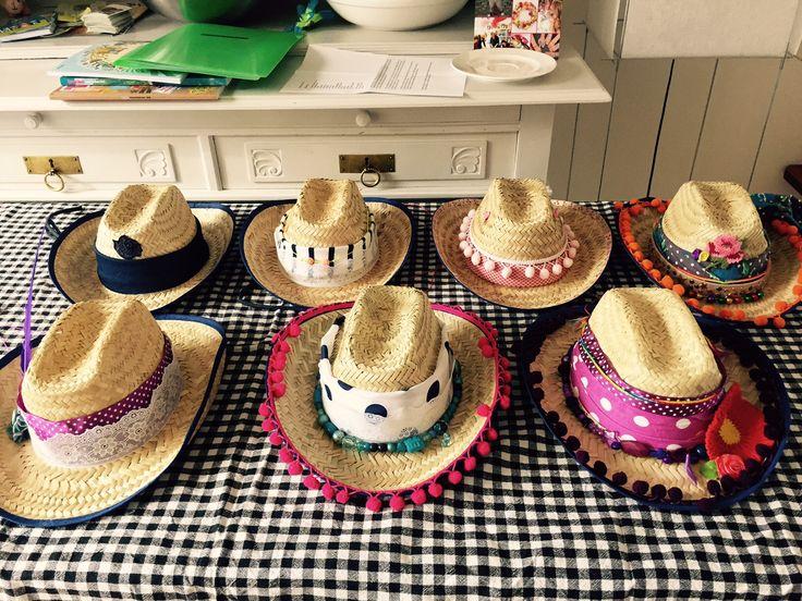 Ibiza cowboyhoeden pimpen voor tienerfeest- Ibiza hat- http://www.galerie-lucie.nl/